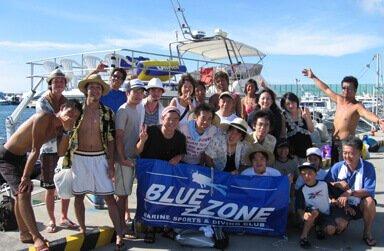 友達と沖縄の海を満喫!